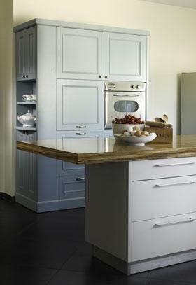 """שילוב ארון """"וינטג'י"""" בתוך המטבח המודרני המעודכן"""